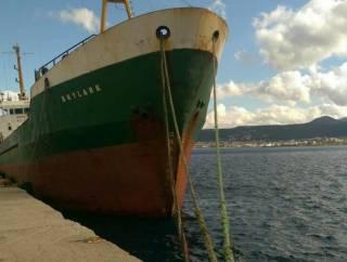 Трое украинских моряков оказались брошены на Крите после того, как их судно чуть не разбилось о скалы