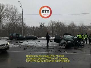 В Киеве на Соломенке полицейский устроил жуткое лобовое столкновение