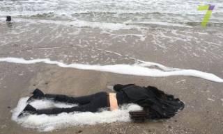 На популярном пляже в Одессе найден труп молодой женщины