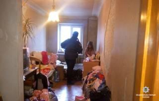 В Харькове горе-мать на несколько дней бросила детей на пьяных бабушку и дедушку