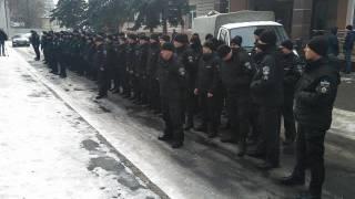Полицейские устроили молчаливый протест под зданием Шевченковского суда