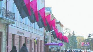 Назло полякам: все больше украинских городов поднимают черно-красные флаги