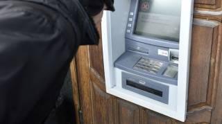 В Украине на банкоматах обнаружены спецустройства, с помощью которых мошенники массово снимают чужие деньги