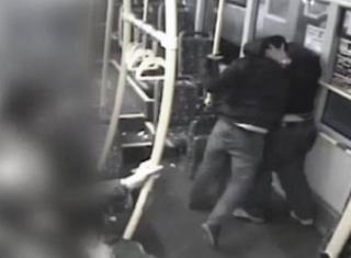 В Польше украинца избили прямо в трамвае. Полиция ищет очевидцев