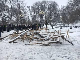 Как выяснилось, разогнав палаточный городок под Верховной Радой, полиция нарушила решение суда
