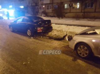 В Киеве масштабное ДТП. Из-за гололеда столкнулись сразу 7 автомобилей