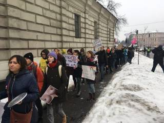 В Киеве националисты напали на участников марша за гендерное равенство. Пострадали минимум 5 женщин
