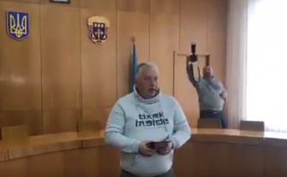 Волонтеры и добровольцы Тернополя вернули Порошенко свои награды