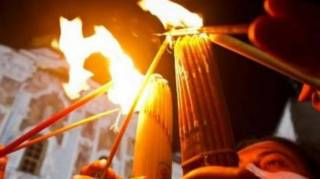Армянский священник раскрыл «страшную тайну» чуда благодатного огня. Его тут же обвинили в откровенной лжи