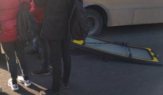 В Киеве у маршрутки на ходу отвалилась дверь