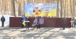 Боец почетного караула не выдержал напряжения во время речи Порошенко