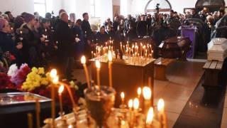 В Кемерово начали хоронить тех, кого уже удалось опознать. Поступают противоречивые данные о пропавших без вести