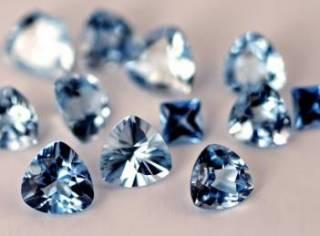 Столичные таможенники нашли 205 бриллиантов в тайнике с документами из Гонконга