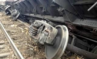 На Тернопольщине неизвестные пустили под откос поезд, украв рельсы