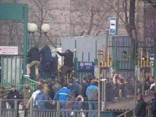 В Мариуполе футбольные фанаты подрались с правоохранителями. Есть пострадавшие