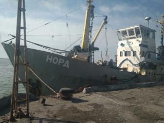 Капитан судна, задержанного в Азове, утверждает, что ему предлагали обменять свободу на украинский паспорт