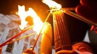 В Иерусалиме сошел Благодатный огонь. Через несколько часов встречайте его в Киеве