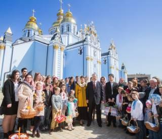 Пасхальное поздравление президента Украины и его супруги