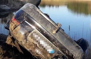 На Тернопольщине группа подростков, возвращаясь из клуба, утонула в пруду вместе с автомобилем