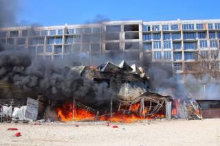 В Одессе на берегу моря загорелся популярный ресторан