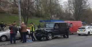 В Киеве пьяный работник автомойки угнал и разбил крутой внедорожник Медведчука
