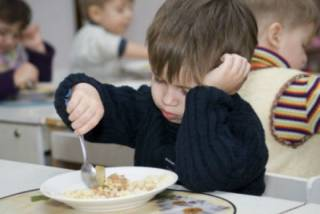 Харьковчанка рассказала страшилку о том, какими продуктами приходится кормить детей в детсадах