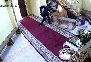 В Тернополе мужчина, истово перекрестившись, украл деньги из церкви