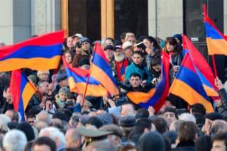 Президент Армении распустил правительство. Но оппозиция требует большего