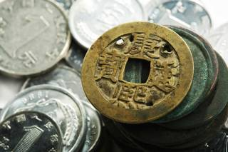 Китайские селяне копались в земле и нашли 400-килограммовый клад