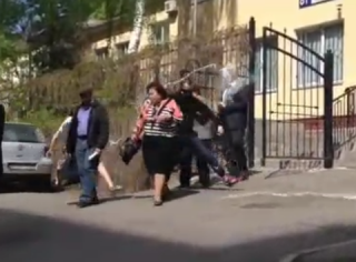 Радикалы из С14 облили краской Витренко и ее соратников