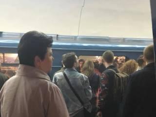 ЧП в киевском метро: Из-за задымления и запаха гари сработала пожарная сигнализация