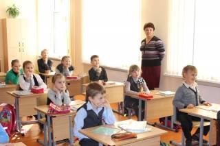 В украинских школах младшеклашек заставляют рассказывать, сколько в семье машин, телевизоров и компьютеров