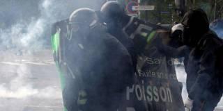 Во Франции мирная демонстрация закончилась массовыми беспорядками. Арестованы около 200 человек