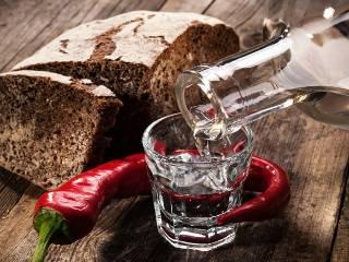 В Украине выросло производство водки. Чиновники закупают ее ящиками
