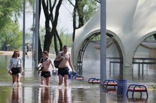 В Чернигове вышедшая из берегов Десна затопила популярный пляж