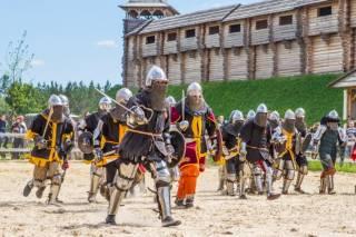 В эти выходные под Киевом будет средневековый футбол и мастер-класс по старинному танцу Маразуля