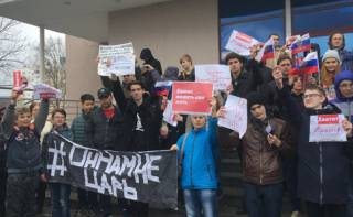 Россию захлестнула волна митингов против Путина