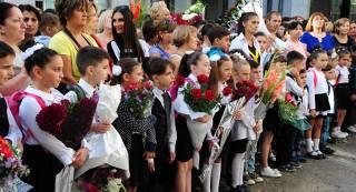 Несколько десятков детей упали в обморок во время торжественной линейки в черкасской школе