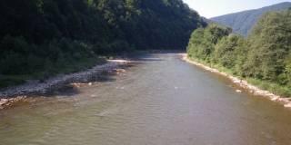 На Закарпатье пограничники ищут двух детей, упавших в воду при попытке переплыть через Тису