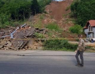 На Закарпатье оползень разрушил несколько домов