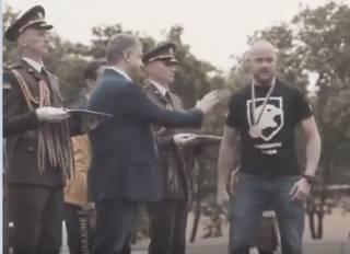 Боец-спортсмен отказался пожать руку Порошенко, назвав его заявления хвастовством