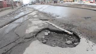 Сколько еще терпеть ямы на дорогах и что означает визит Волкера в Украину. Дайджест за 17 мая 2018 года