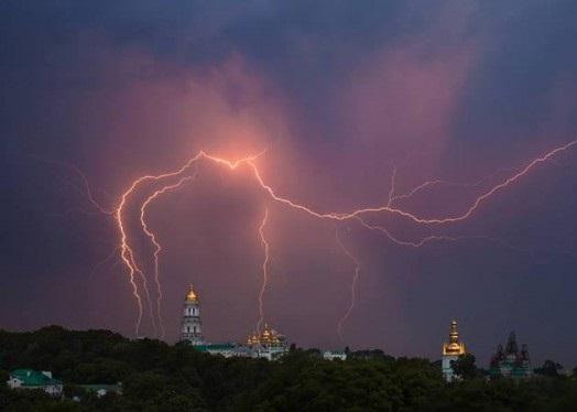 На выходных Украину накроют грозовые дожди