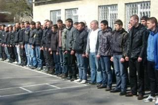 В Тернополе очередной призывник, убегая из военкомата через окно, выпал с пятого этажа