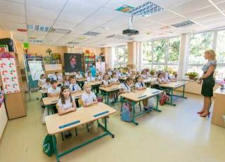 В Сети оживились «помощники», обещающие пристроить ребенка в нужную школу