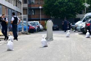 В центре Марселя неизвестные похитили человека, устроив стрельбу из автоматов Калашникова, – СМИ