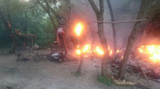 На Тернопольщине вооруженные люди разгромили и сожгли лагерь ромов