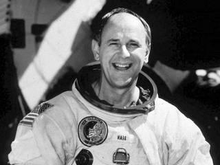 В возрасте 86 лет умер участник второй высадки людей на Луне
