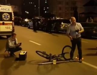 В Киеве спецавтомобиль сбил ребенка