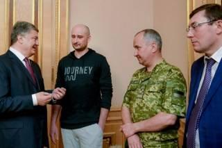 История повторяется: Украину захватывает «триумвират»